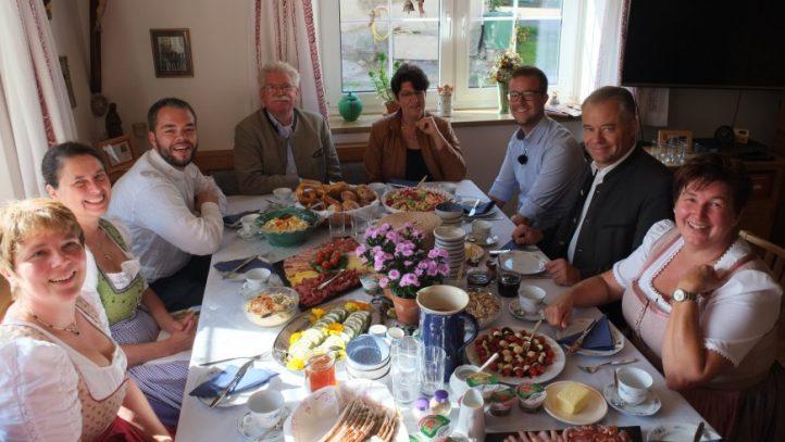 Bauernhofbrunch der Landfrauen mit Landtagskandidaten